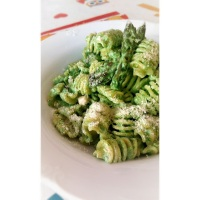 · Pasta con salsa verde ·